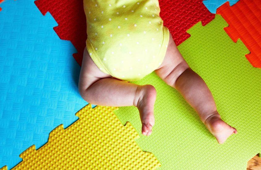 Tummy Time: quando mettere il neonato a pancia in giù