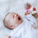 come svegliare neonato
