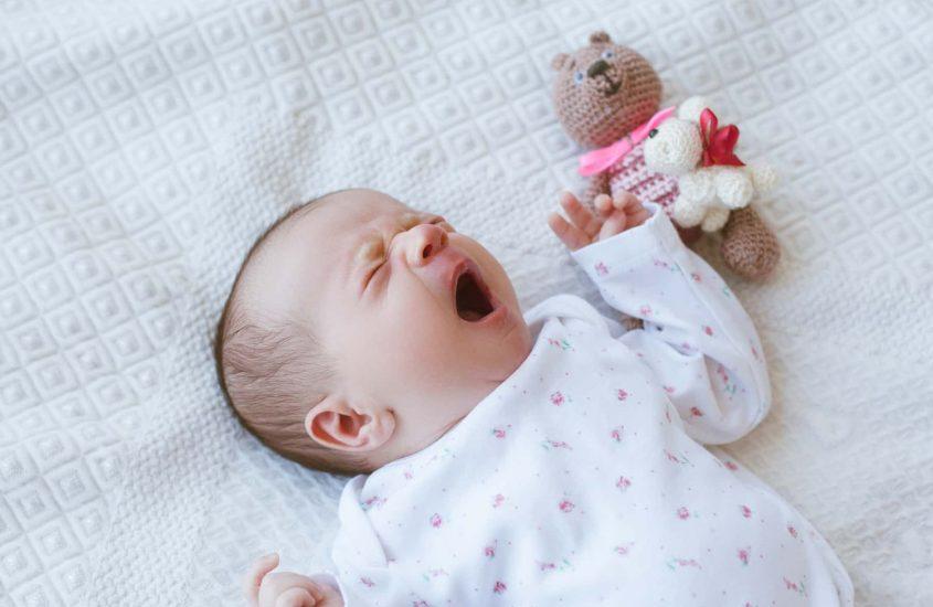 Svegliare neonato: quando farlo e quando no